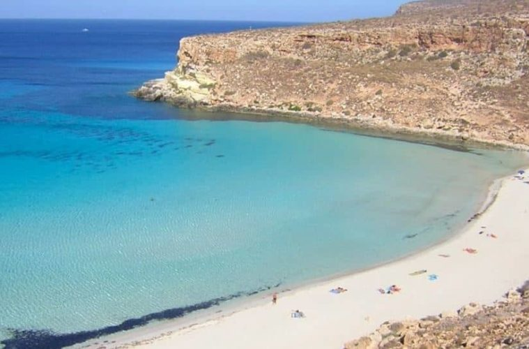 playa de los conejos en lampedusa sicilia