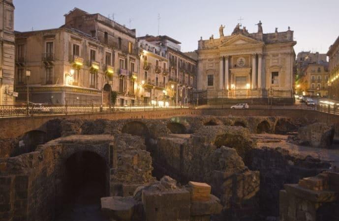 anfiteatro romano de catania en plaza stesicoro